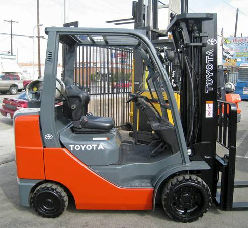 TOYOTA 8FGCU30 CUSHION TIRE FORKLIFT - MAGNUM LIFT TRUCKS