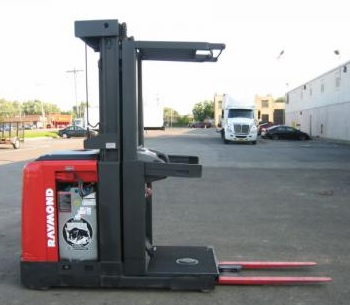 Raymond 261-OPC30TT Order Picker - Magnum Lift Trucks